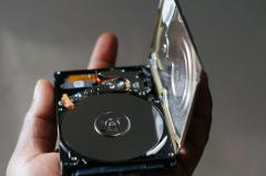 Caduta a terra di un hard disk
