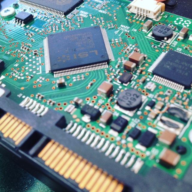 recupero dati da hard disk con danno elettrico